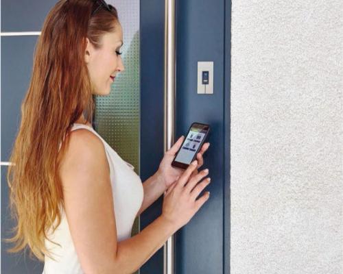 Czytnik lini papilarnych integra z funkcja BLUETOOTH do bezdotykowego otwierania drzwi za pomocą smartfona